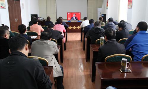 市总工会组织全体工作人员和部分劳模观看十九大开幕式