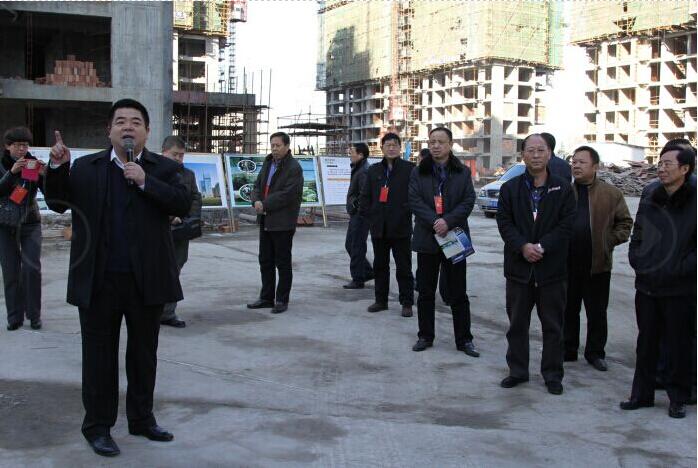 李杰董事长向市、区领导介绍项目进展情况