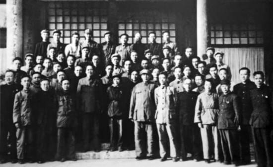 1950 年3 月16 日,毛泽东在中南海接见参加第一次全国统战工作会议的代表