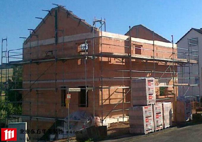砖混结构一般指把砖砌体用作内外承重墙或隔墙,楼盖,屋盖,梁