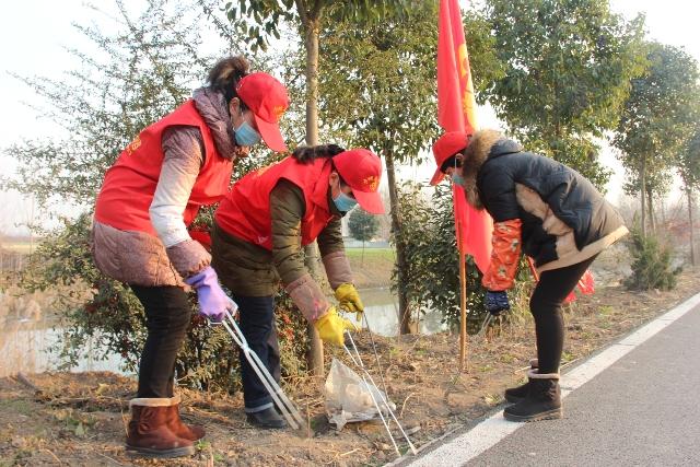 县妇联积极参与环境整治志愿服务活动