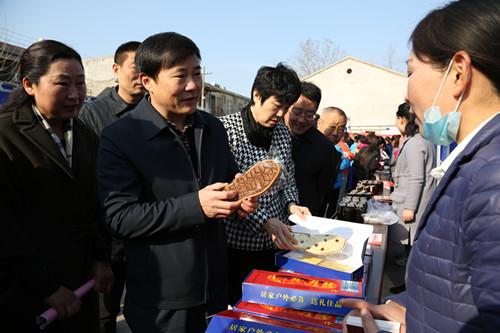 县妇联成功举办2017年春风行动女性专场招聘会
