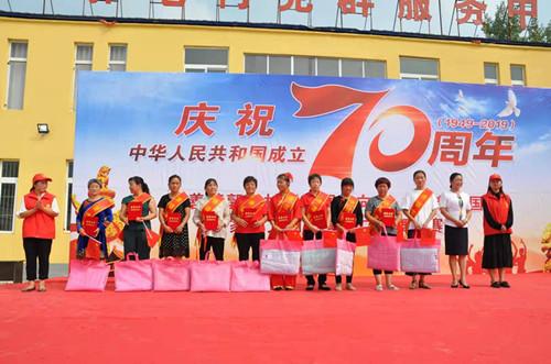 县妇联、百善镇在百善镇郭屯村举办家庭文明创建暨广场舞大赛